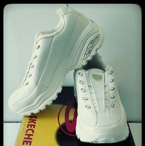Skechers premium white sneakers 7